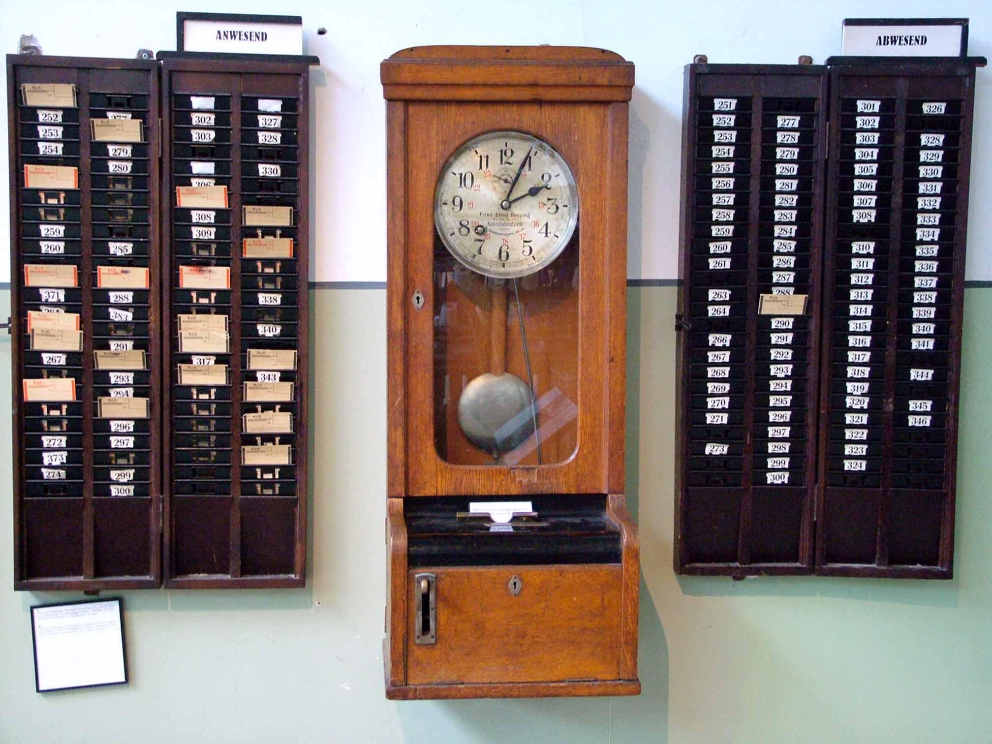 Reloj de fichar antiguo